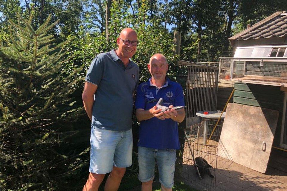 Joh. Van Dijk (Lieren) 1st Marche against 2,870 pigeons with a direct Eijerkamp out of grandson Ch�