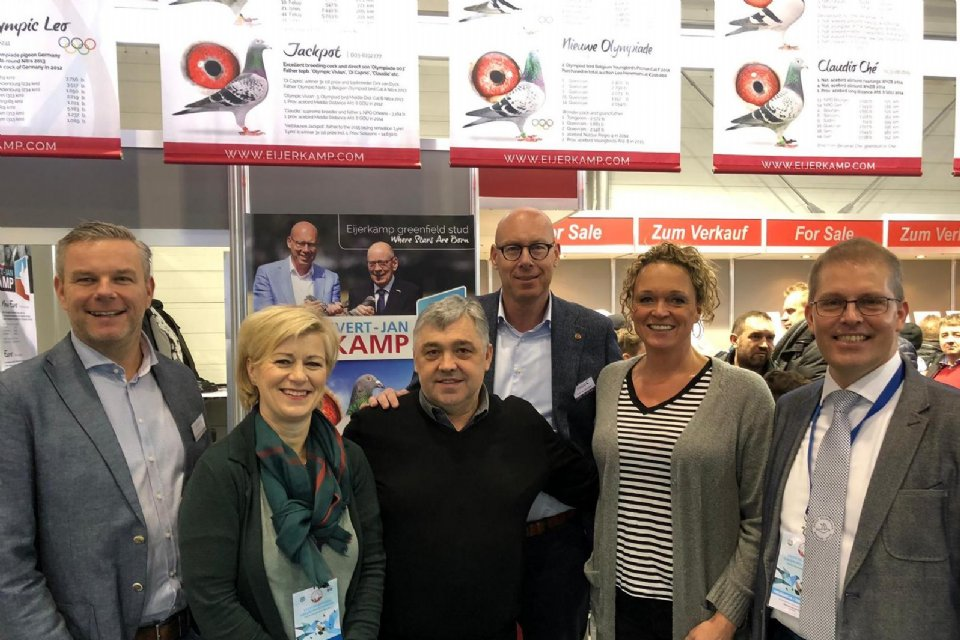Olympiade Poznan 2019 - NPO managers Maurice and Iduna vd Kruk and Esther Bultman and Branko Gorupec chaiman Croation pigeon organization